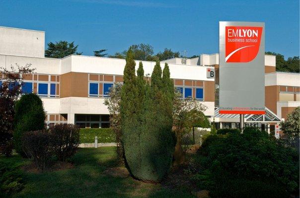 emlyon business school digitalise a 100 lintegration administrative de ses etudiants 5